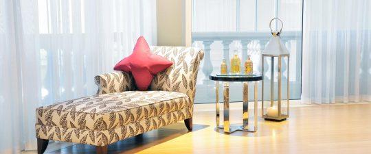 Chaise longue in Guerlain spa lobby