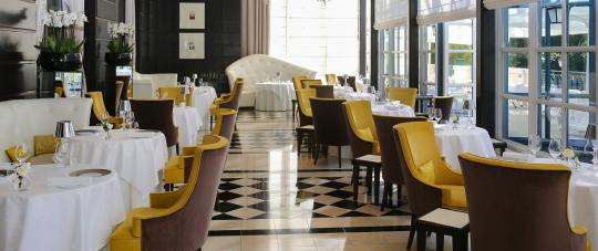 Gordon Ramsay Au Trianon Restaurant In Versailles